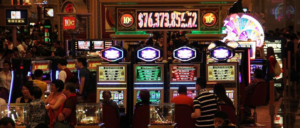 Online Fruitautomaten en Gokkasten in een casino spelen